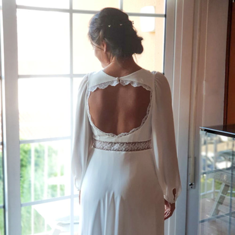 Vestido de novia con escote espalda y manga larga