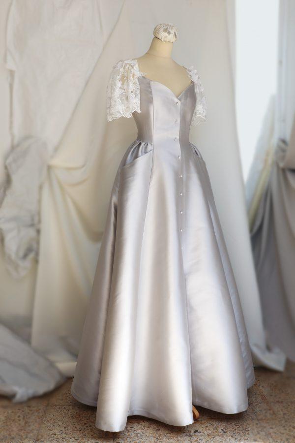 vestido novias gris perla con manga